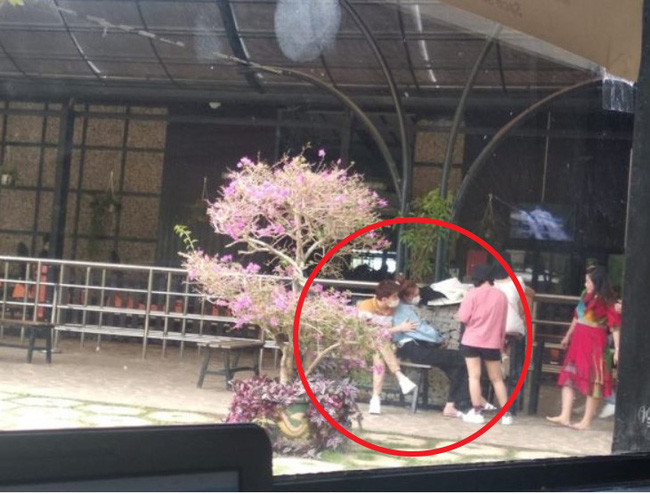 Lộ ảnh Ninh Dương Lan Ngọc thân mật bên chàng trai giấu mặt tại Đà Lạt? - Ảnh 1.