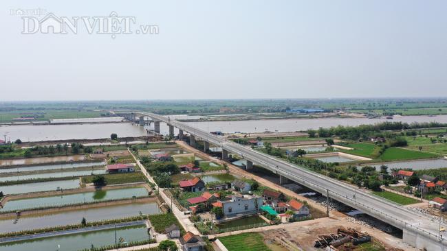 Cận cảnh cầu Thịnh Long nối đôi bờ sông Ninh Cơ trước ngày thông xe - Ảnh 1.