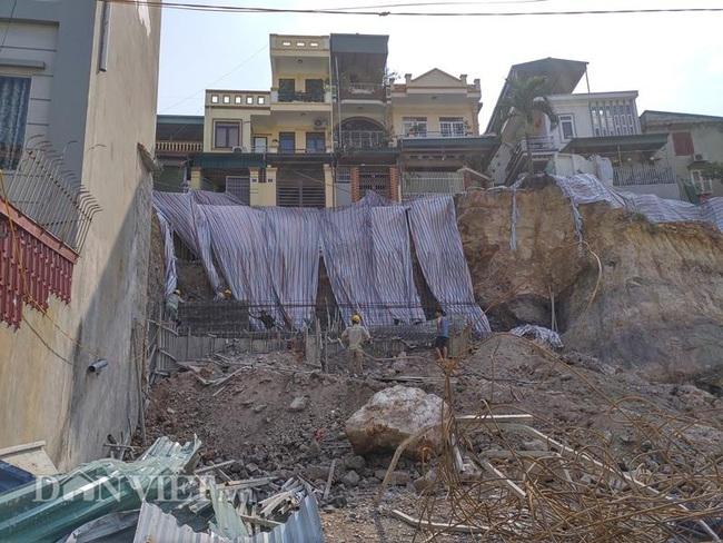 Quảng Ninh: Mưa lớn, sập bờ kè đang xây, 7 hộ dân bị uy hiếp - Ảnh 2.