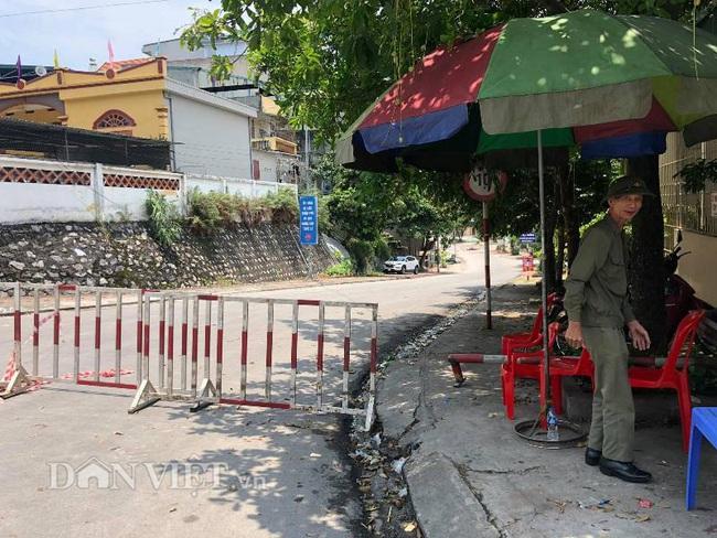Quảng Ninh: Mưa lớn, sập bờ kè đang xây, 7 hộ dân bị uy hiếp - Ảnh 4.