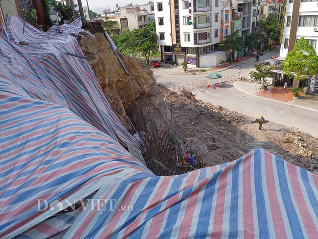Quảng Ninh: Mưa lớn, sập bờ kè đang xây, 7 hộ dân bị uy hiếp - Ảnh 6.
