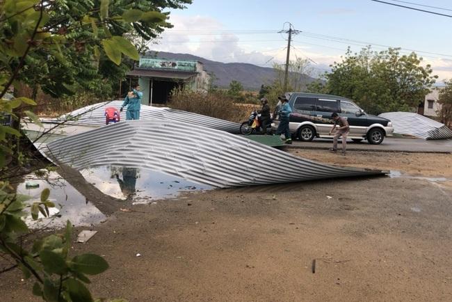 Mưa lớn kèm lốc xoáy gây thiệt hại ở vùng hạn - Ảnh 3.
