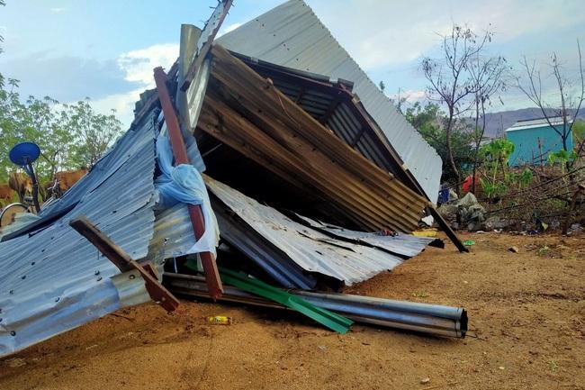 Mưa lớn kèm lốc xoáy gây thiệt hại ở vùng hạn - Ảnh 2.