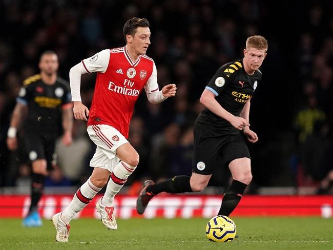 Ngoại hạng Anh sắp trở lại với đại chiến Man City vs Arsenal - Ảnh 1.