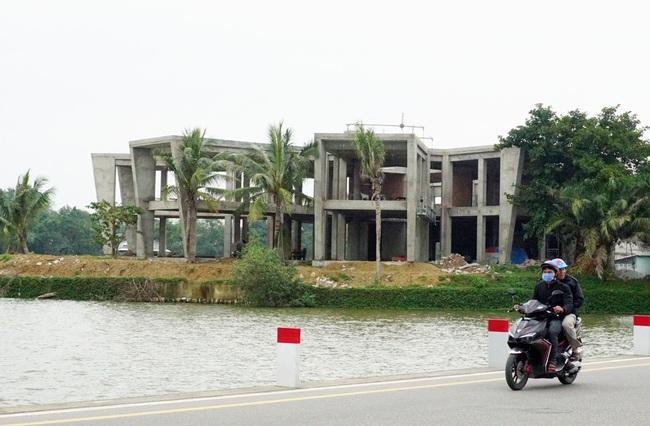 Dự án phá vỡ cảnh quan sông Hương: Yêu cầu khẩn trương tháo dỡ hạng mục sai phạm  - Ảnh 1.