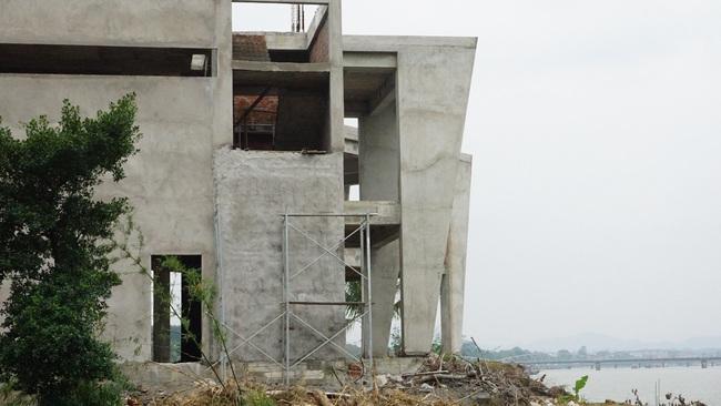 Dự án phá vỡ cảnh quan sông Hương: Yêu cầu khẩn trương tháo dỡ hạng mục sai phạm  - Ảnh 3.