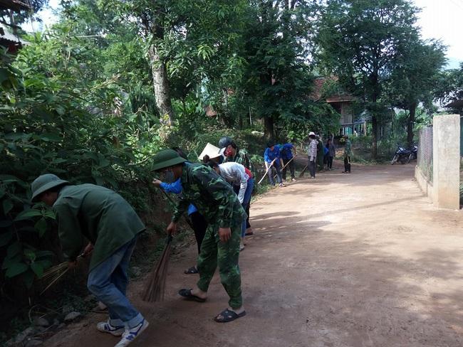 Mai Châu tăng cường công tác quản lý và bảo vệ môi trường - Ảnh 6.