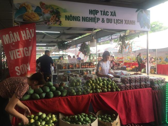 Hàng trăm đặc sản địa phương tập trung tại Hà Nội - Ảnh 3.