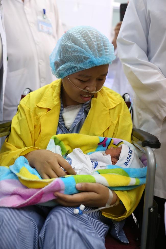 Ngày quốc tế thiếu nhi 1/6: 1 năm đầy diệu kỳ của bé Bình An - Ảnh 1.