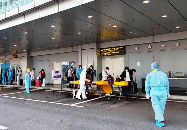 Sân bay Vân Đồn đón thêm 224 công dân có hoàn cảnh đặc biệt trở về từ vùng dịch - Ảnh 2.
