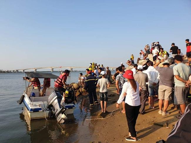 Khẩn trương tìm 5 người mất tích trong vụ chìm ghe ở Quảng Nam - Ảnh 2.