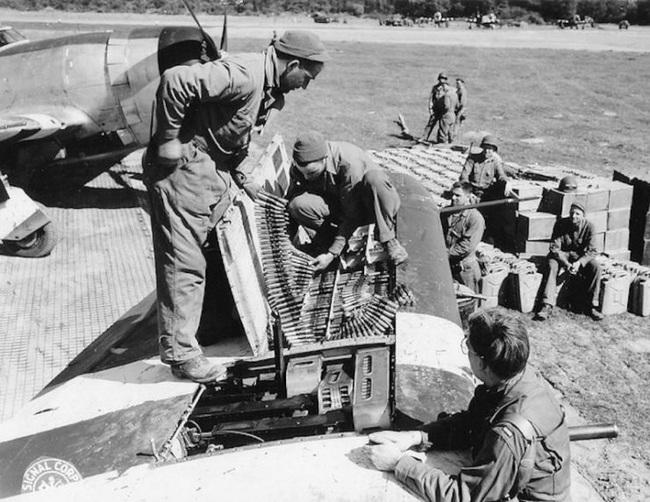 Điểm yếu chí tử tiêm kích chủ lực của Mỹ trong CTTG 2 - Ảnh 13.