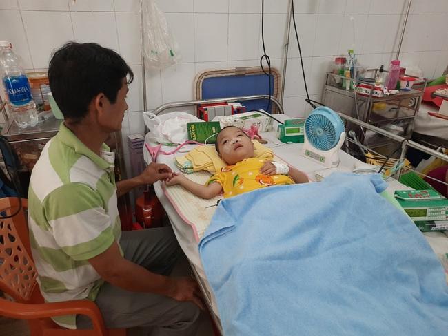 Giành giật mạng sống cho bé trai bị tim bẩm sinh, nhồi máu não, nhiễm trùng máu - Ảnh 1.