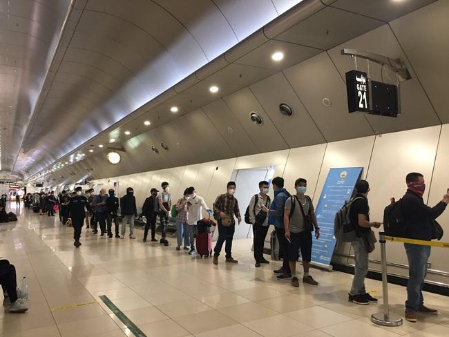Một ngày 2 chuyến bay đưa công dân Việt Nam từ nước ngoài trở về - Ảnh 3.