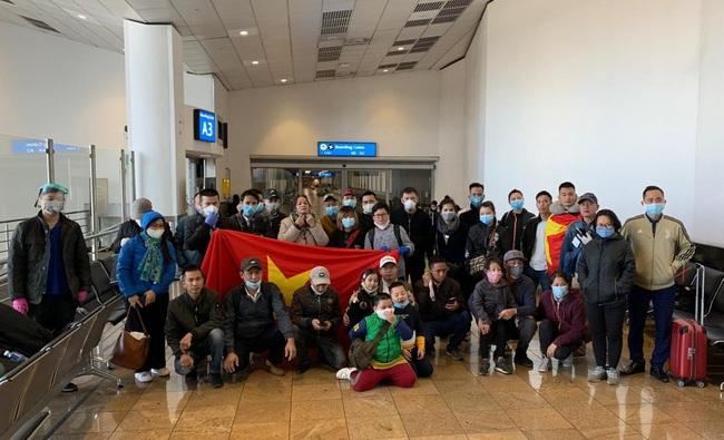 Một ngày 2 chuyến bay đưa công dân Việt Nam từ nước ngoài trở về - Ảnh 1.