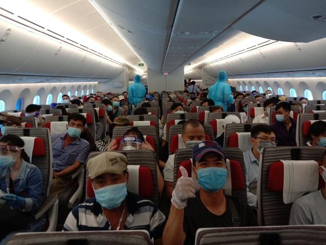 Một ngày 2 chuyến bay đưa công dân Việt Nam từ nước ngoài trở về - Ảnh 2.