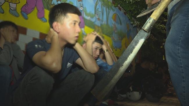 Công an tỉnh Đắk Lắk kịp thời ngăn chặn một cuộc hỗn chiến trong đêm - Ảnh 1.