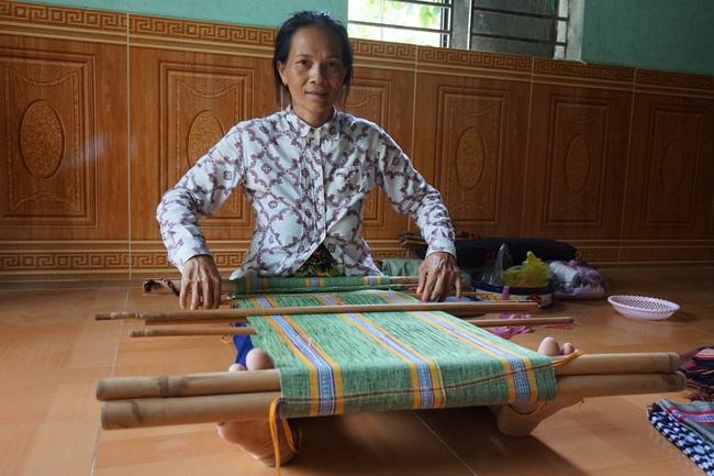 Đà Nẵng: Khôi phục nghề dệt thổ cẩm Cơ Tu gắn với phát triển du lịch homestay - Ảnh 1.