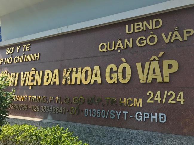Vì sao giám đốc bệnh viện quận Gò Vấp bị tố gom khẩu trang bán kiếm lời mất chức? - Ảnh 1.
