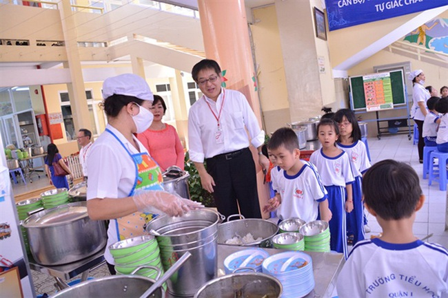 Giám sát chặt thực phẩm vào trường học - Ảnh 1.