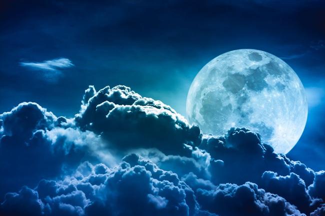 Vì sao Mặt trăng càng ngày càng xa Trái đất? - Ảnh 1.