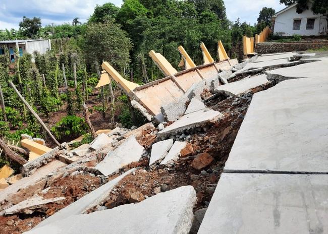Vụ công trình tiền tỷ sập do mưa: Yêu cầu giữ hiện trường để xác định nguyên nhân - Ảnh 2.