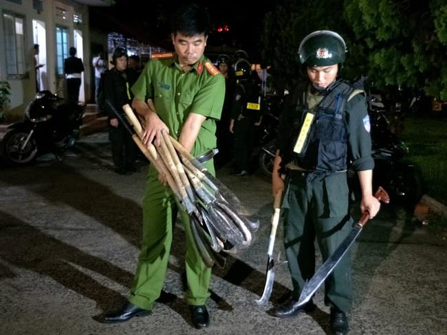 Vụ hỗn chiến náo loạn đường phố Buôn Ma Thuột: Hàng loạt đối tượng bị bắt giam - Ảnh 3.