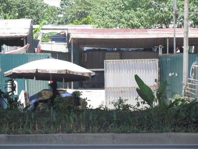 Dẹp bãi xe trái phép 310 Nguyễn Xiển sau phản ánh của Dân Việt - Ảnh 3.
