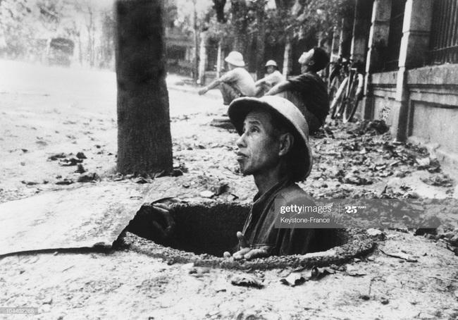 Ảnh để đời về Hà Nội trong đạn bom năm 1967 - Ảnh 2.