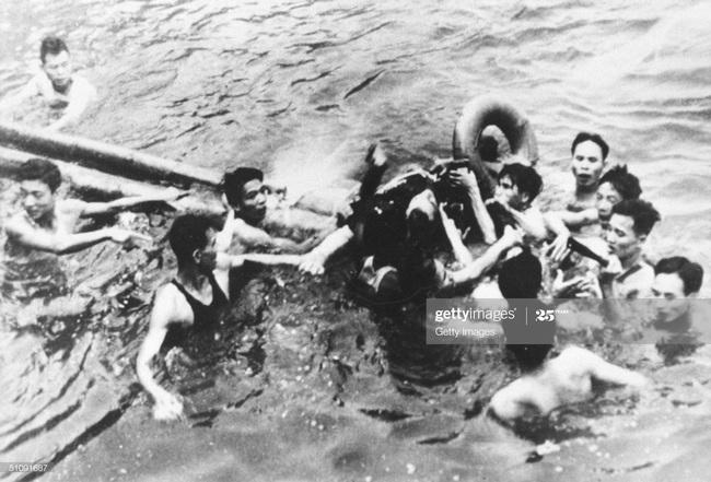 Ảnh để đời về Hà Nội trong đạn bom năm 1967 - Ảnh 7.