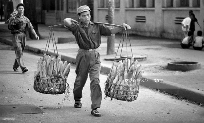 Ảnh để đời về Hà Nội trong đạn bom năm 1967 - Ảnh 10.