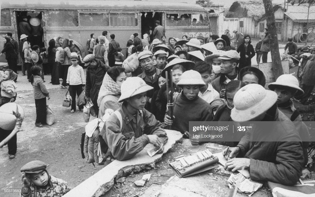 Ảnh để đời về Hà Nội trong đạn bom năm 1967 - Ảnh 11.