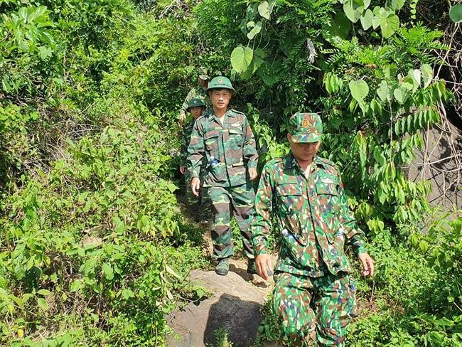 hàng trăm chiến sĩ vẫn đang tiếp tục triển khai vay bắt - Ảnh 1.