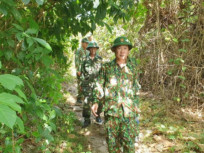 hàng trăm chiến sĩ vẫn đang tiếp tục triển khai vay bắt - Ảnh 6.