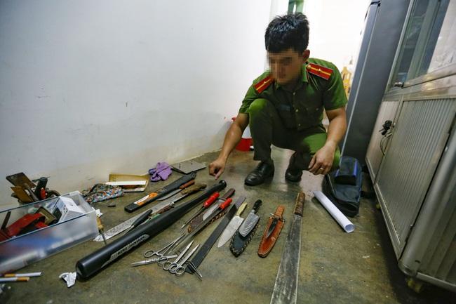 """Lâm Đồng: Bắt quả tang nhóm thanh niên tàng trữ ma túy cùng nhiều """"hàng nóng"""" - Ảnh 2."""