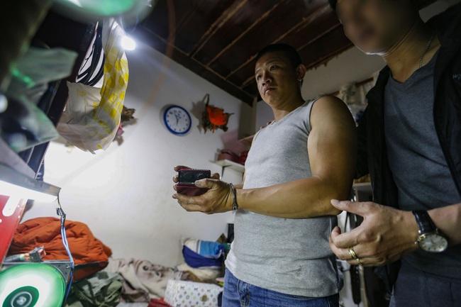 """Lâm Đồng: Bắt quả tang nhóm thanh niên tàng trữ ma túy cùng nhiều """"hàng nóng"""" - Ảnh 1."""