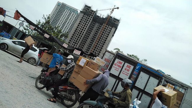 Dẹp bãi xe trái phép 310 Nguyễn Xiển sau phản ánh của Dân Việt - Ảnh 1.