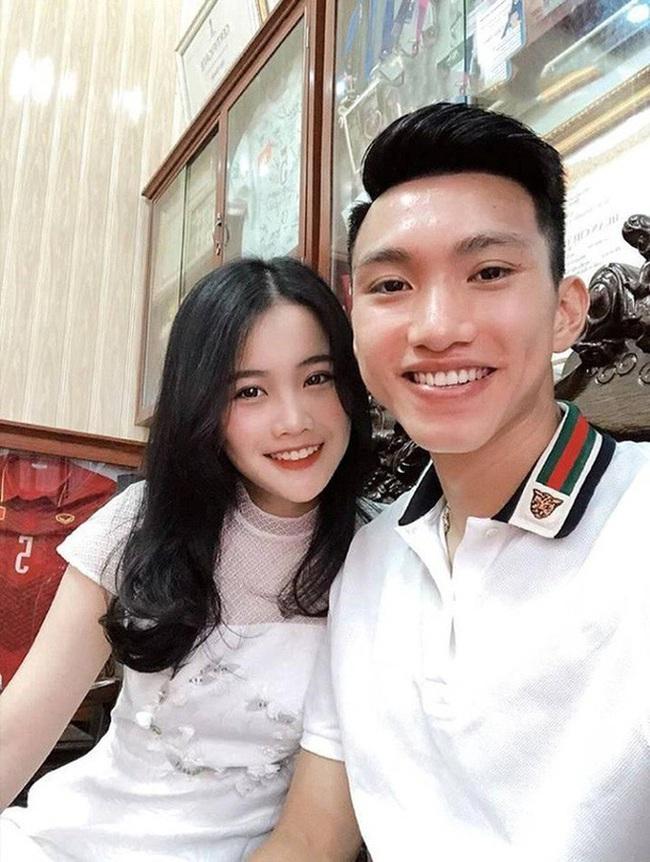 Về Việt Nam, Văn Hậu và bạn gái không còn phải yêu xa - Ảnh 3.
