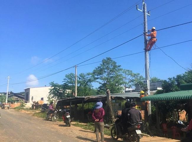 """""""Cõng điện"""" về vùng khó ở Đắk Nông - Ảnh 2."""
