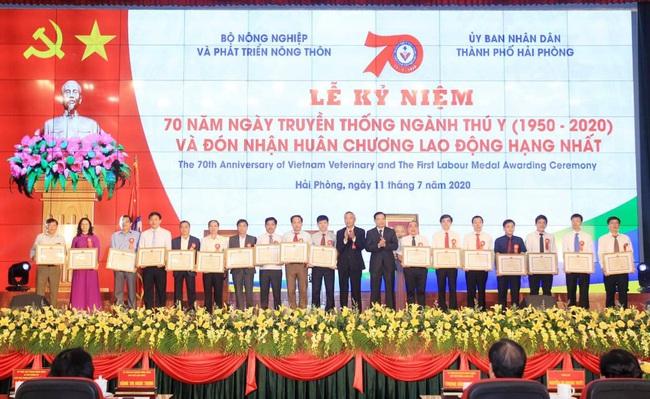 Ngành thú y đón nhận Huân chương Lao động hạng Nhất của Chủ tịch nước - Ảnh 2.