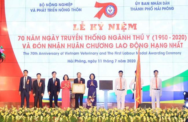 Ngành thú y đón nhận Huân chương Lao động hạng Nhất của Chủ tịch nước - Ảnh 1.