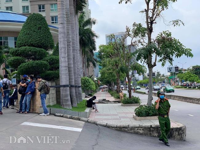 Công an đang khám xét nhà Phó Chủ tịch UBND TP.HCM Trần Vĩnh Tuyến - Ảnh 5.