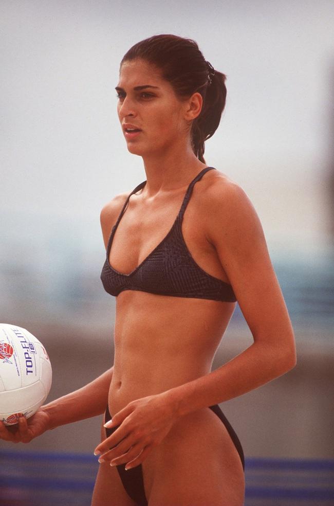 Mỹ nhân bóng chuyền kiếm 10 triệu USD khỏa thân trên Playboy - Ảnh 3.