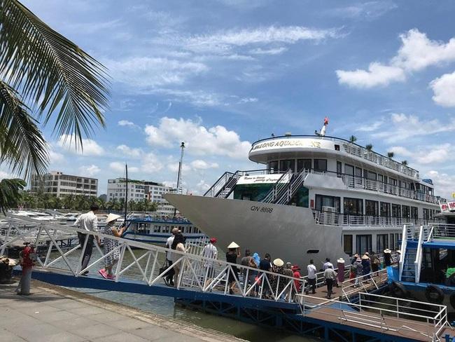 Quảng Ninh: Giảm 50% phí tham quan, lượng khách du lịch tăng cao ngày cuối tuần - Ảnh 2.