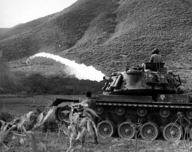 Soi chiếc xe tăng phun lửa duy nhất của Mỹ trên chiến trường VN - Ảnh 5.