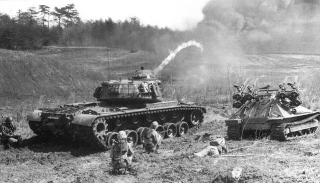 Soi chiếc xe tăng phun lửa duy nhất của Mỹ trên chiến trường VN - Ảnh 6.