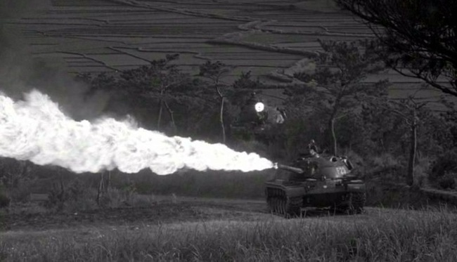 Soi chiếc xe tăng phun lửa duy nhất của Mỹ trên chiến trường VN - Ảnh 9.