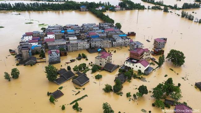 Báo Đức: Lũ lụt kinh hoàng ở Trung Quốc là do Bắc Kinh xây đập tràn lan - Ảnh 1.