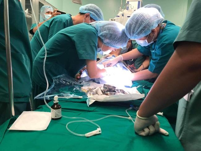 Những hình ảnh đầu tiên ca phẫu thuật tách rời hai bé gái song sinh - Ảnh 4.