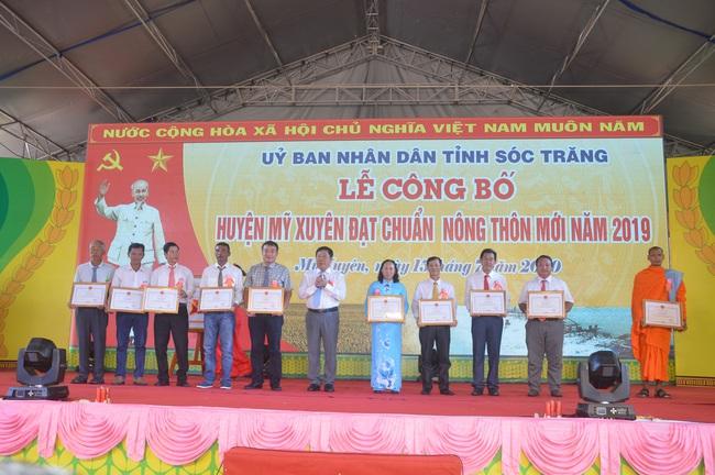 Huyện Mỹ Xuyên được công nhận đạt chuẩn nông thôn mới - Ảnh 4.